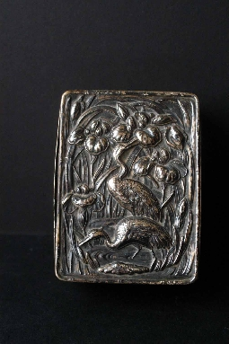 JAPANESE SILVER BOX, ÍRIS signed 19th 2.8*6*8.2 cm. € 950