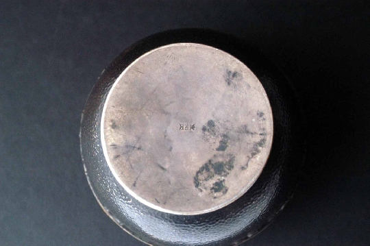 JAPANESE SILVER BOX, KOGO, signed 19th 9 cm. diam.foto 3