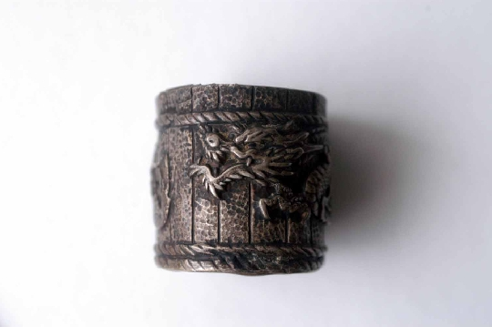 JAPANESE SILVER DRAGON CASE signed 3.5 cm. foto 3