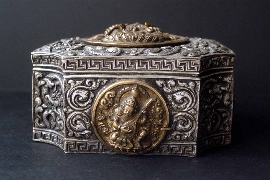 TIBETAN SILVER BOX 18th 6-9-12 cm. FOTO 3